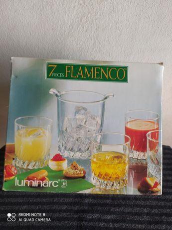 Conjunto novo embalado composto por 6 copos e balde para gelo