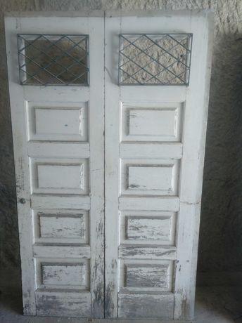 Porta em madeira maciça Antiga