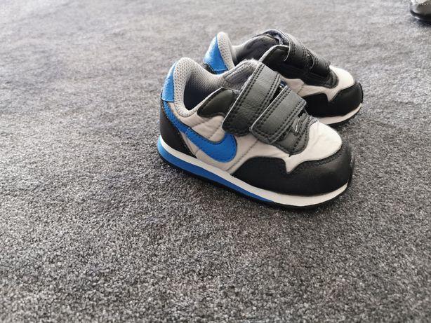Adidasy Nike r. 20