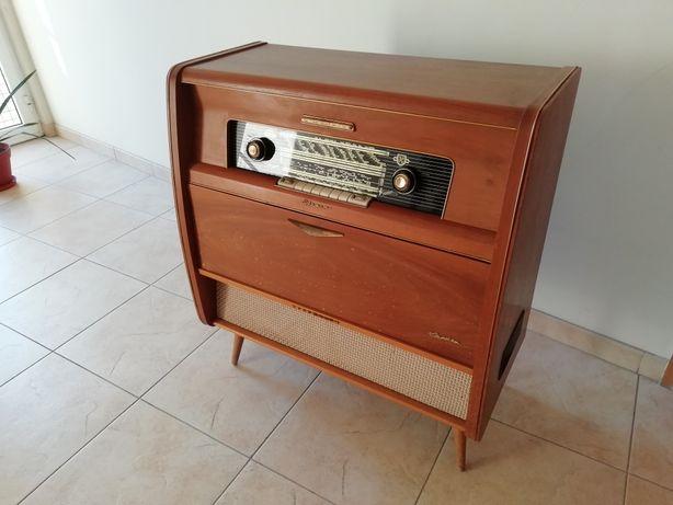 Móvel Rádio e gira discos