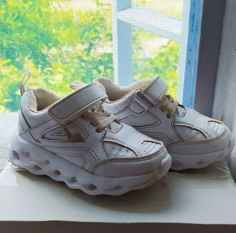 Кроссовки с мигалками,обувь детская хорошая