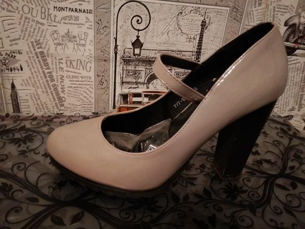 Продам лаковані туфлі!