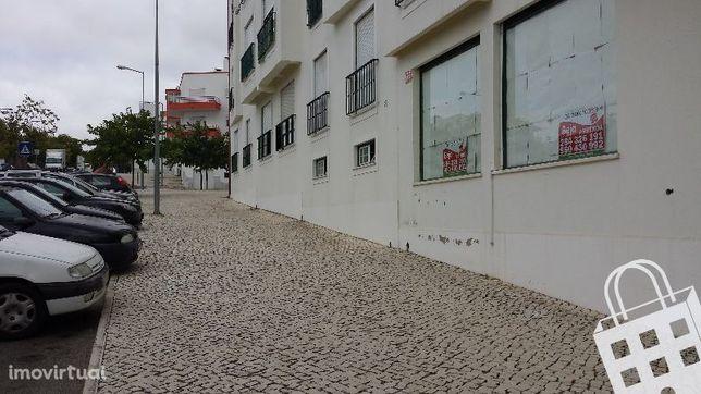 Loja - Espaço comercial com óptimas áreas, situada nos Moinhos de Sant