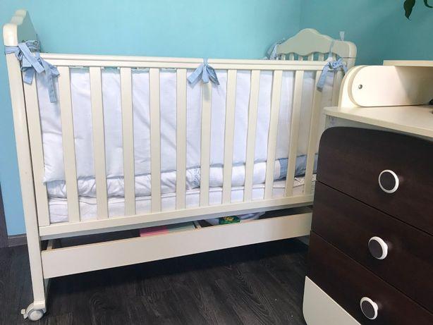 Детская кроватка до 3х лет белая состояние нового