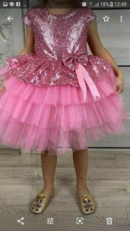 Продам очень красивое, нарядное платье.