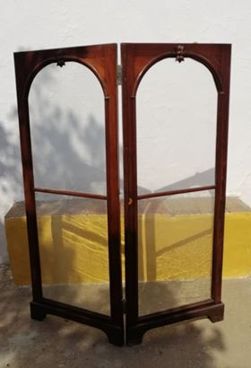 Biombo em madeira e vidro