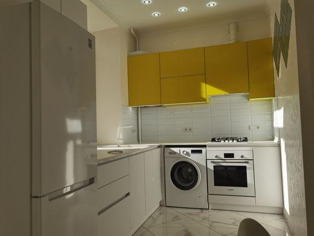 Двухспальневая квартира с новым ремонтом в центре города с гаражом
