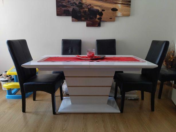Mesa de sala de jantar extensível