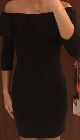 Vestido preto com folho