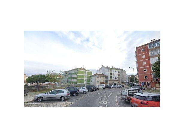 T2 Renovado- Rua Elias Garcia, Queluz