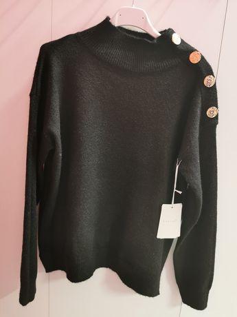 Sweterek ze złotymi guzikami beżowy czarny