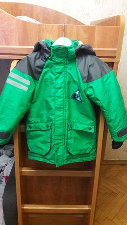 Продам детскую зимнюю куртку фирмы hm  на 5-6лет. Рост 116см.