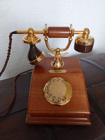 Sprzedam  piękny stary telefon .