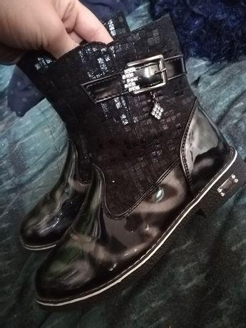 Ботиночки, сапожки.