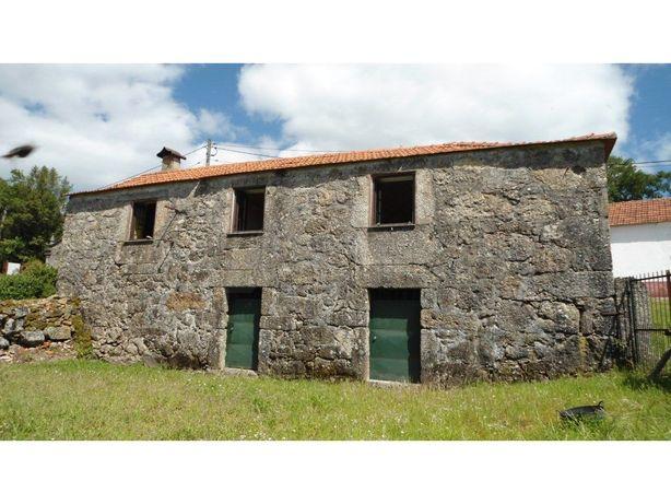 Moradia em pedra em Vascões
