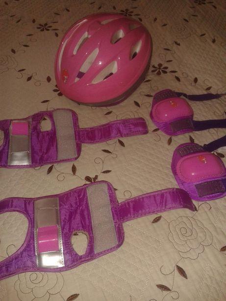 capacete + proteçao pulsos ou cotovelos + joeleiras.