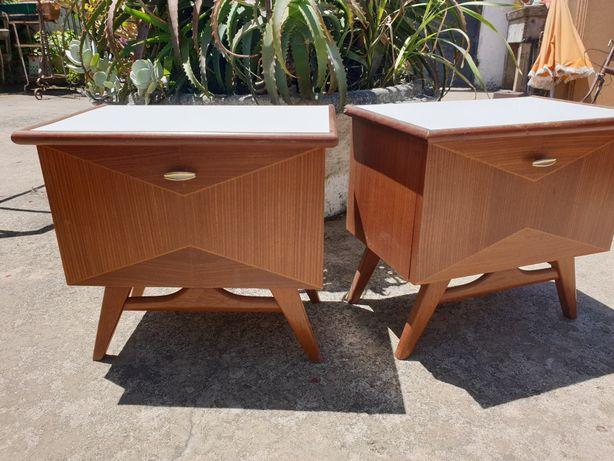 2 mesinhas de cabeceira vintage dos anos 50
