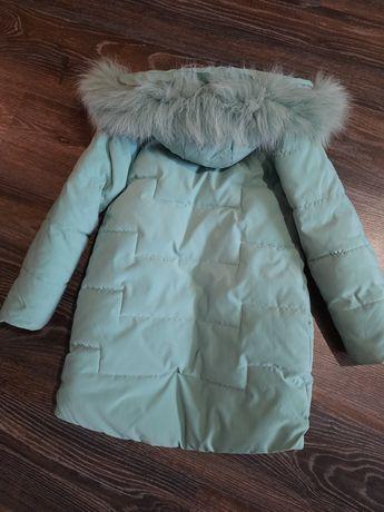 Зимове пальто на 5-6 років (стан нового)
