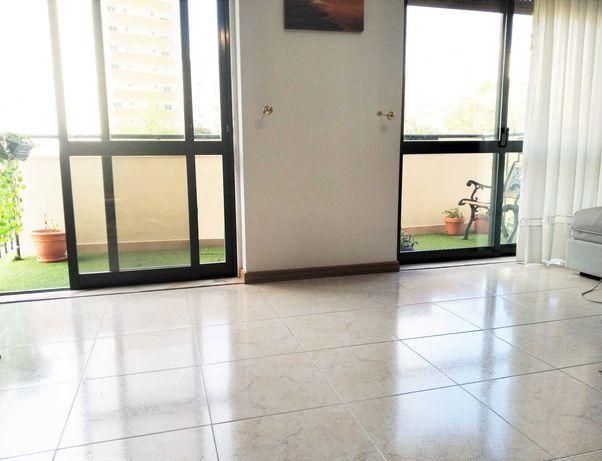 T2  ENSOLARADO, C. Energ.B-, sala com varanda, 2 lugares Garagem