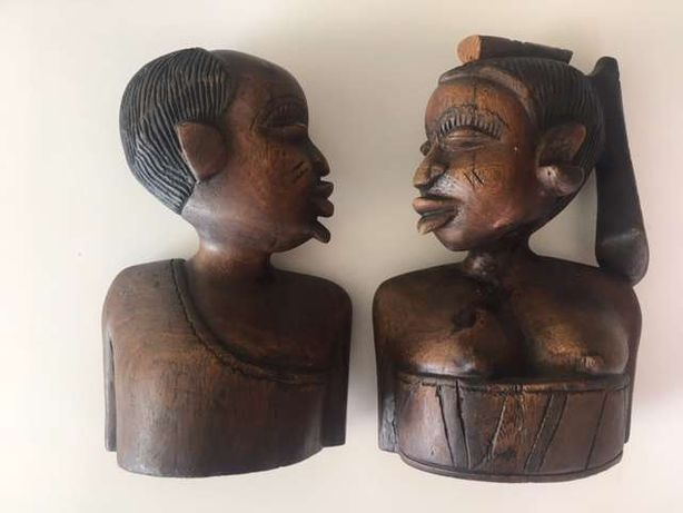 Dois bustos em pau preto