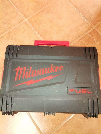 OPORTUNIDADE!!! Rebarbadora Milwaukee com 2 baterias!!!