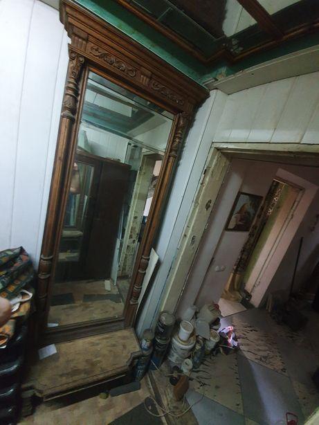 Продам старинное зеркало с резными ножками и рамой