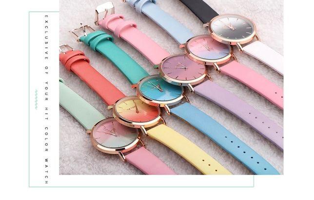 Яркие радужные часы