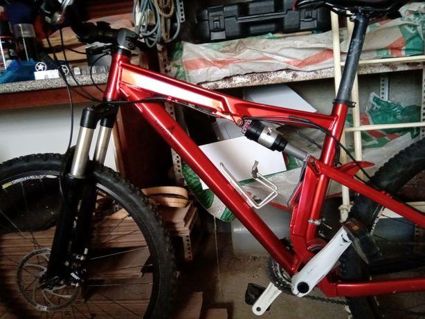 Vendo ou Troco bicicleta BTT por uma de estrada..