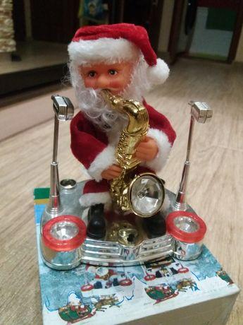 Новогодний Санта танцует и мигает.