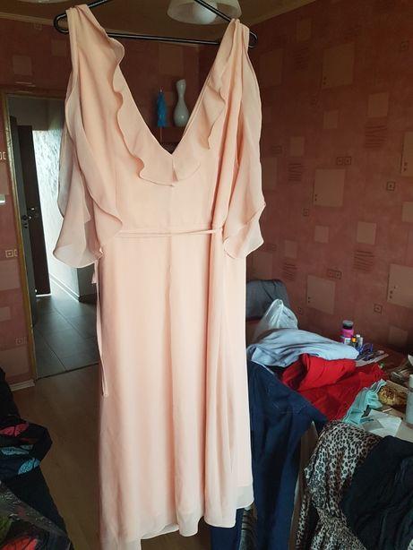 Lekka zwiewna sukieneczka koloru brzoskwiniowego