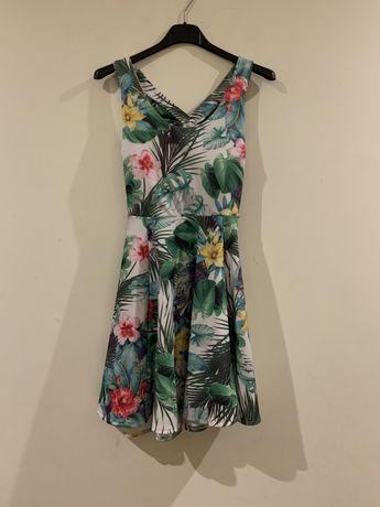 Vestido tropical com flores novo