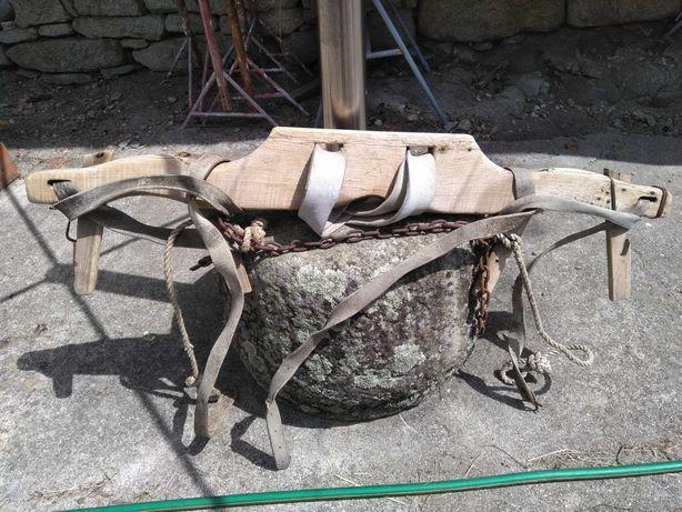 Charrua e canga de bois antiga