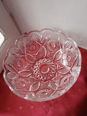 Чешская хрустальная большая конфетница высота 10 см ширина  24 см.