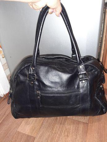 Вместительная кожаная сумка Tommy and Kate!