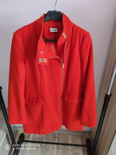 Czerwony płaszczyk na wiosnę 44