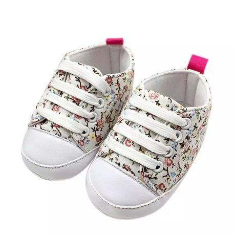 Buciki dla dziewczynki kwiatki roz. 18