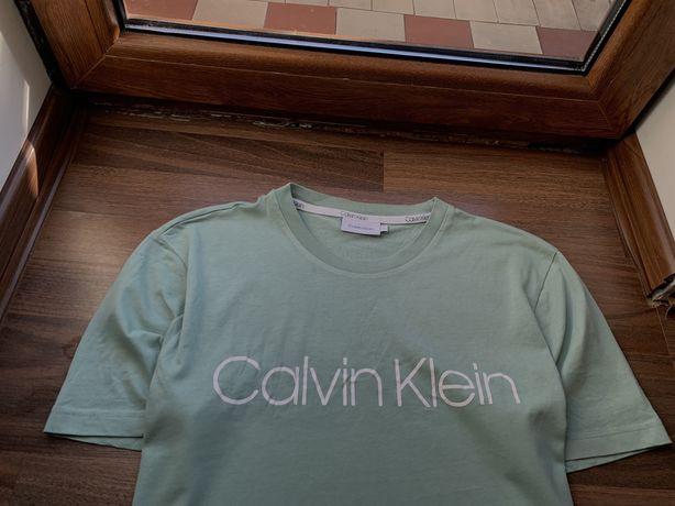 Полностю новая Оригинал.футболка Calvin Klein.З новых коллекций.