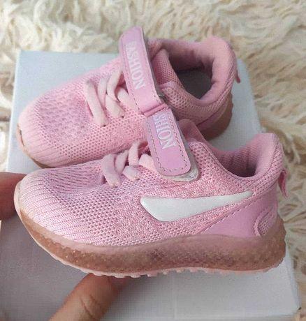 Дитячі кросівки для дівчинки