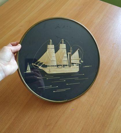 Картина из соломы под стеклом