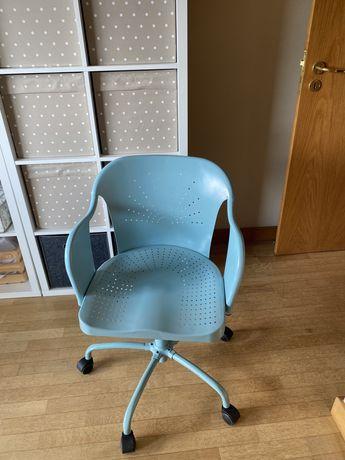 Vendo 2 cadeiras em metal giratórias ikea roberget por 30 euros