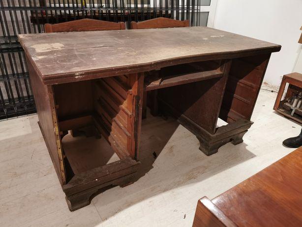 Bardzo stare biurko