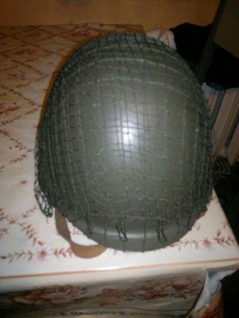 Kask wojskowy ze siatką