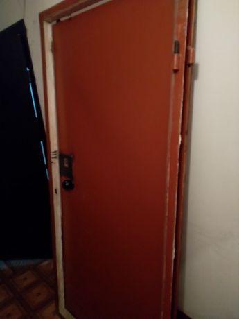 Продам стальную дверь, б/у