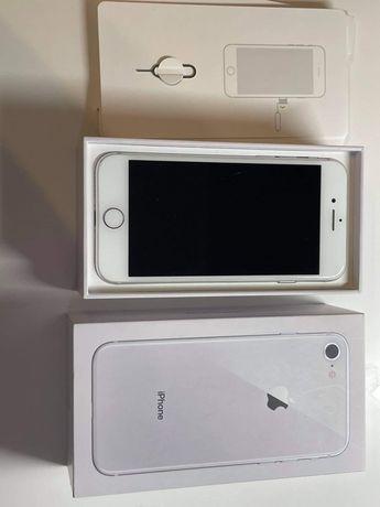 iPhone 8 64gb srebrny