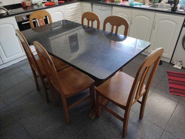 Mesa de Madeira com Tampo de Mármore + 6 Cadeiras