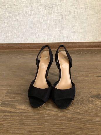 Босоножки H&M на каблуке