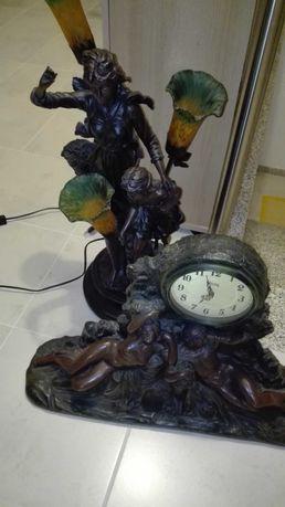 Candeeiro e relógio em marfinite