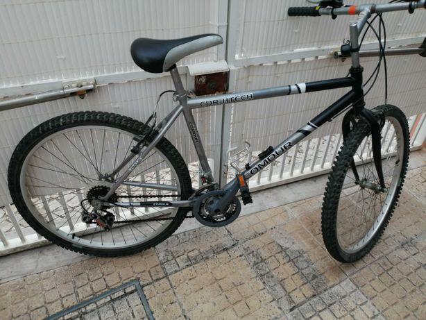 Bicicleta de Btt mudanças em bom estado