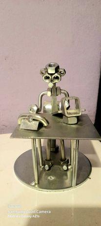 2 FigurkI z metalu PRACOWNIK BIUROWY i SAksofonista