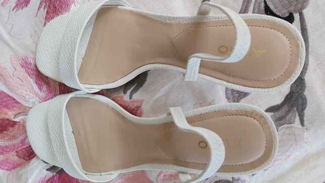 Sandálias da Aldo.